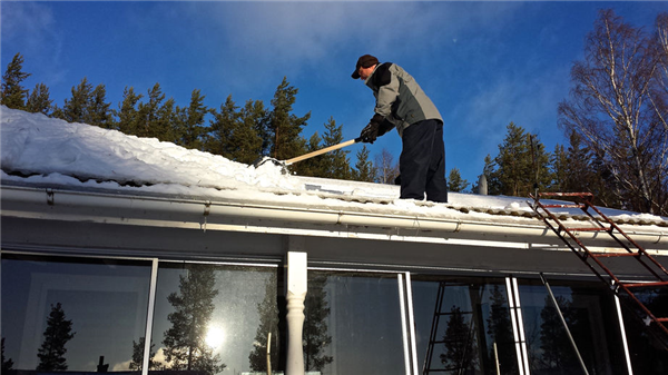 What Does Snow Do to Your Roof?