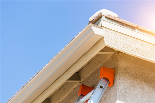 Seamless Gutters vs. Traditional Gutters